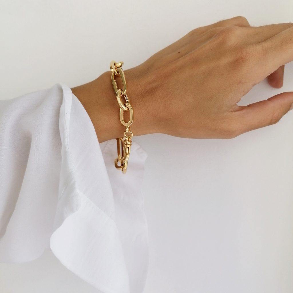Sezione bracciali in argento 925 con bagno in oro, perle naturali di fiume e pietre preziose