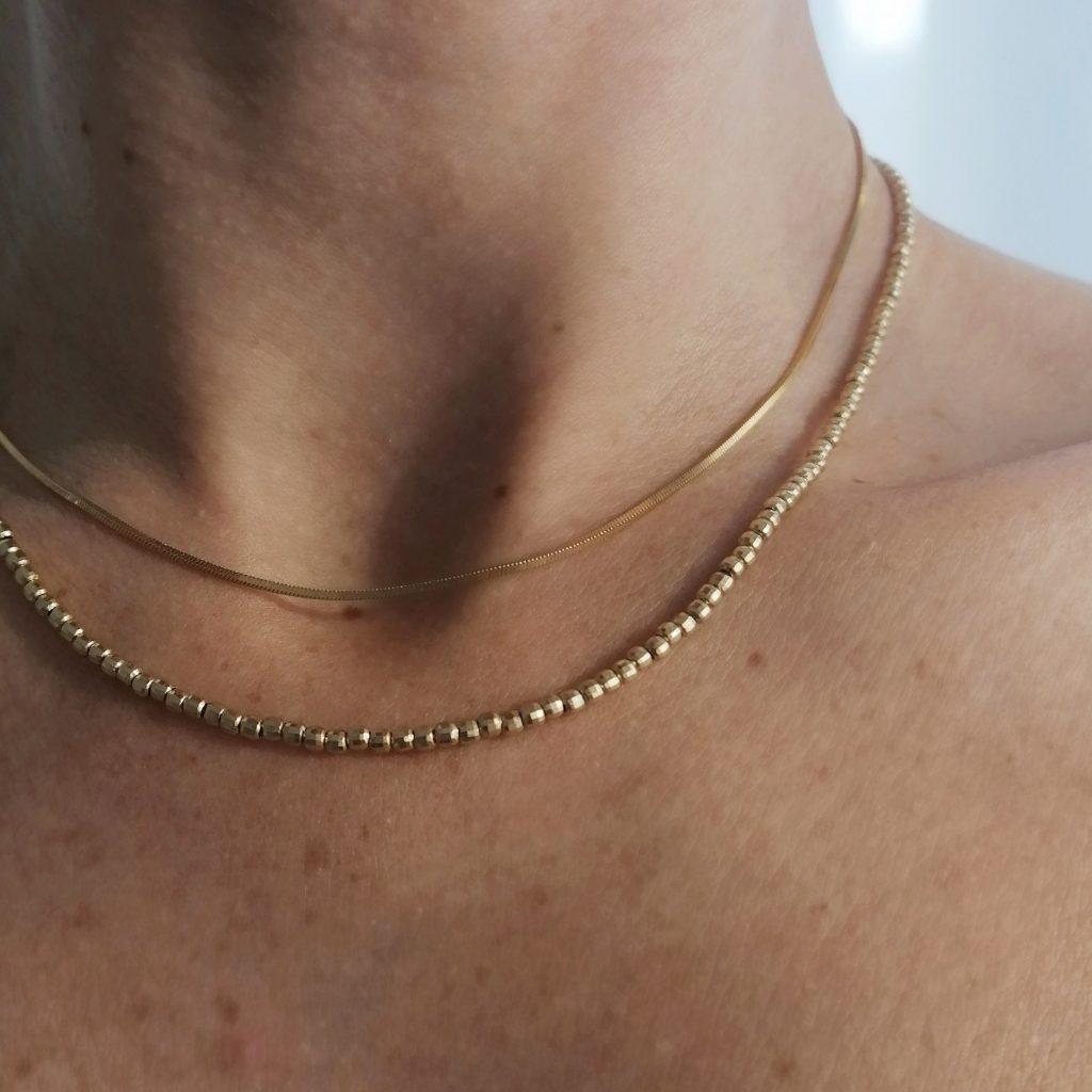 Sezione collane in argento 925 con bagno in oro, perle naturali di fiume e pietre preziose