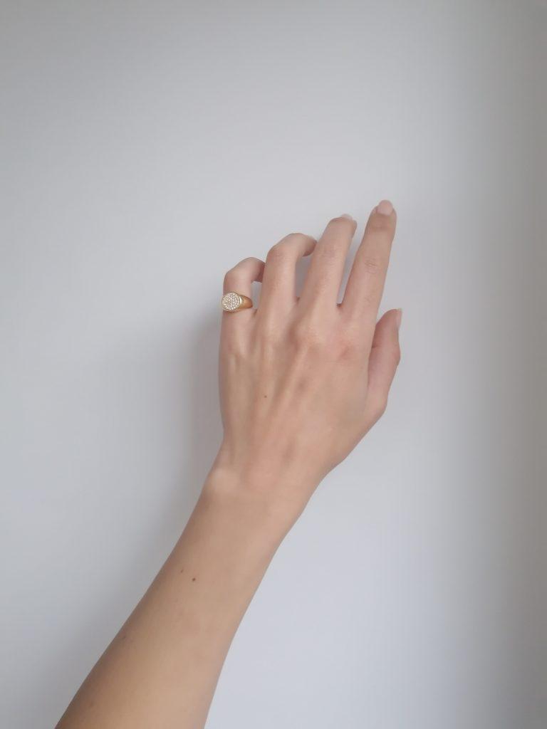 Sezione anelli in argento 925 con bagno in oro, zirconi e pietre preziose